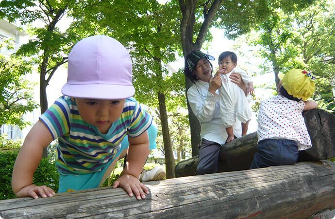 周辺の公園で遊ぶ