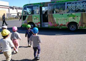 子どもの広場のバス